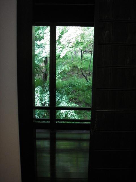 窓の切り取る風景_f0105112_20215978.jpg