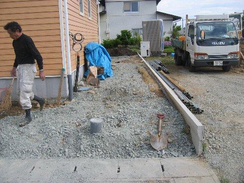 庭木の移植・内装クロス・設備取付他_c0152234_20362399.jpg