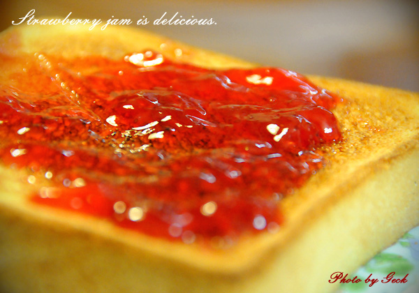 イチゴジャムのフレッシュな甘さで 朝から ニコニコだぁ ~★_d0147591_1742910.jpg