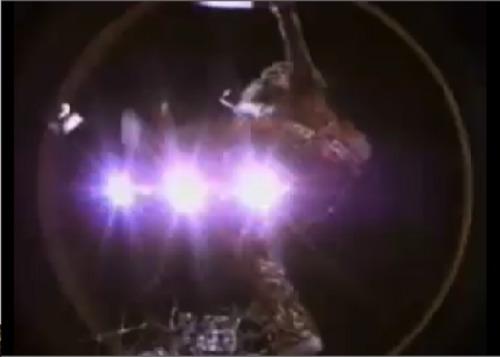 Van HalenのPVで学ぶ北派中国武術基礎腿法_b0060239_23264993.jpg