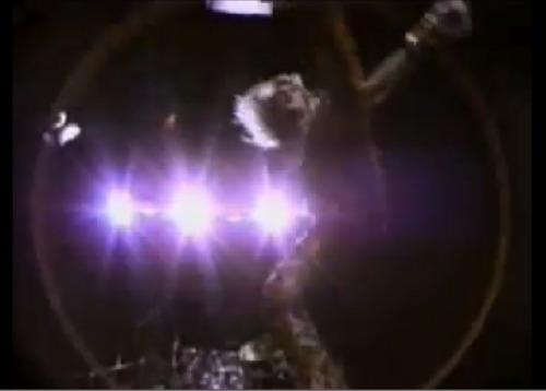 Van HalenのPVで学ぶ北派中国武術基礎腿法_b0060239_2328372.jpg