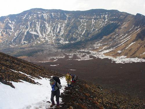 <2008年5月17日> 世界有数の活火山「浅間山」に登る_c0119160_23111666.jpg