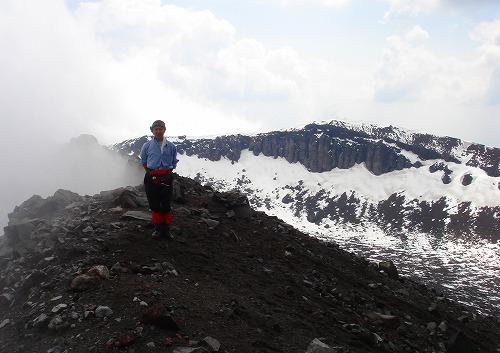 <2008年5月17日> 世界有数の活火山「浅間山」に登る_c0119160_23131546.jpg