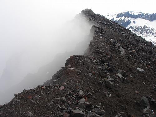 <2008年5月17日> 世界有数の活火山「浅間山」に登る_c0119160_23134218.jpg