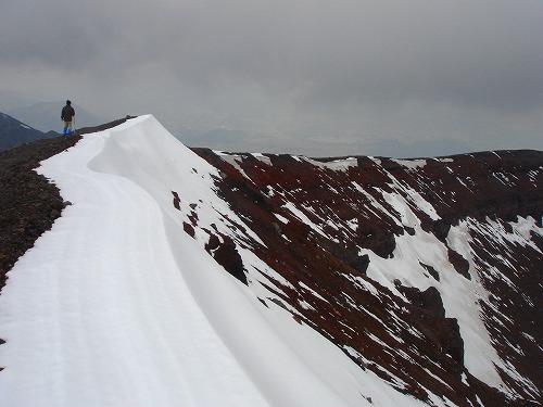 <2008年5月17日> 世界有数の活火山「浅間山」に登る_c0119160_2326556.jpg