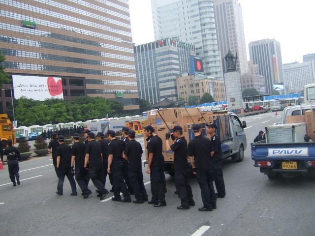 韓国旅行ー1(牛肉輸入反対デモ)_b0137932_20581940.jpg