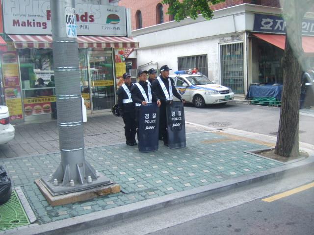 韓国旅行ー1(牛肉輸入反対デモ)_b0137932_20582861.jpg