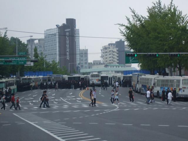 韓国旅行ー1(牛肉輸入反対デモ)_b0137932_2101497.jpg