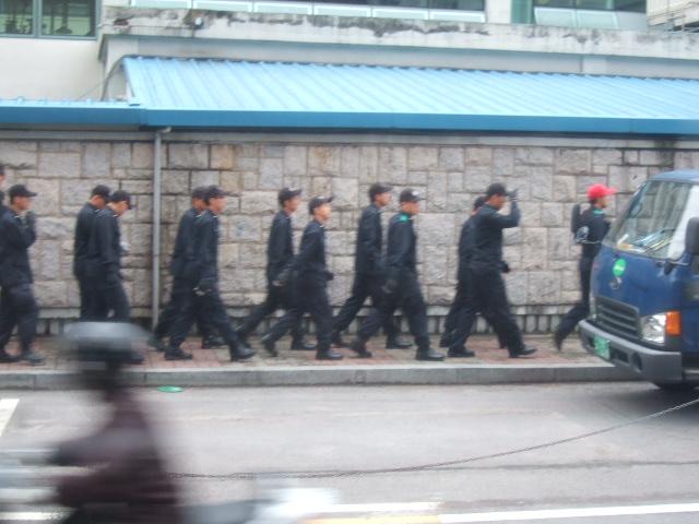 韓国旅行ー1(牛肉輸入反対デモ)_b0137932_2104537.jpg