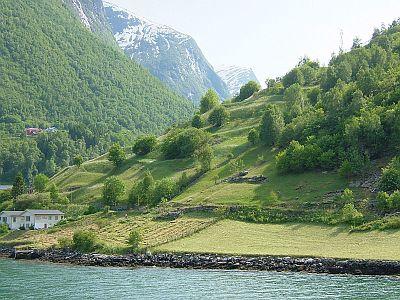 フィヨルドの美しい風景(6/2)_e0022175_21582396.jpg