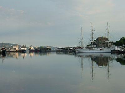ベルゲン3日目(6/3)港の風景など_e0022175_22293756.jpg