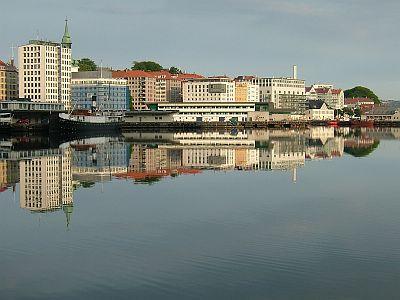 ベルゲン3日目(6/3)港の風景など_e0022175_22303512.jpg
