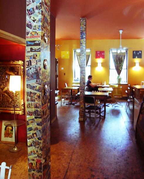 アトランティック・アベニューの地元カフェ Flying Saucer Cafe_b0007805_19361289.jpg