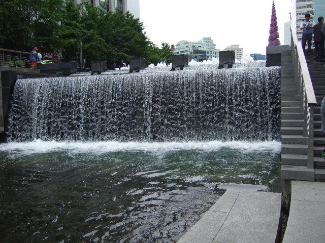 韓国旅行ー3(明洞.清渓川公園)_b0137932_18502366.jpg