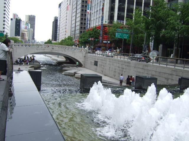 韓国旅行ー3(明洞.清渓川公園)_b0137932_1850542.jpg