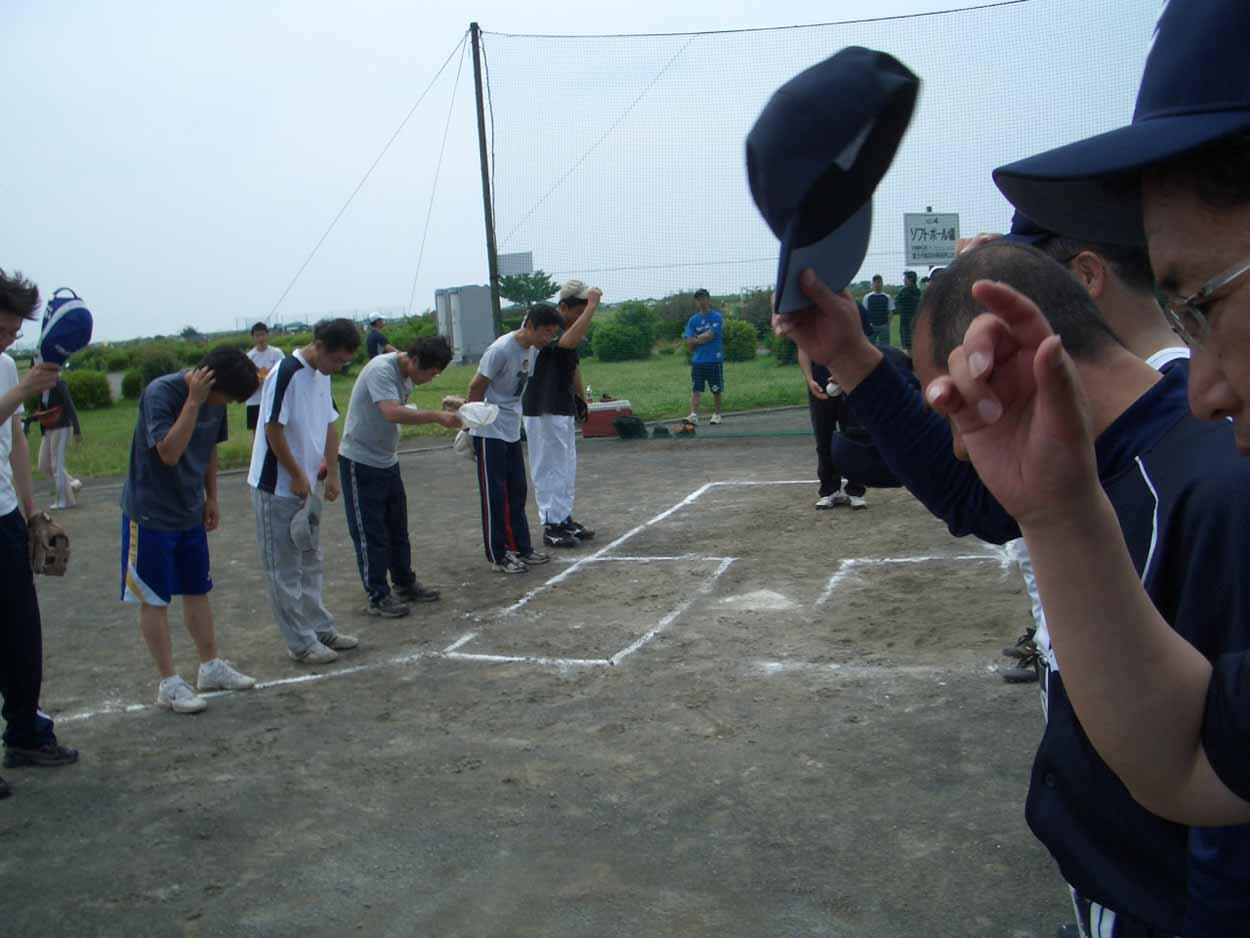 議員チームでソフトボール大会に出場しました!_f0141310_23105456.jpg
