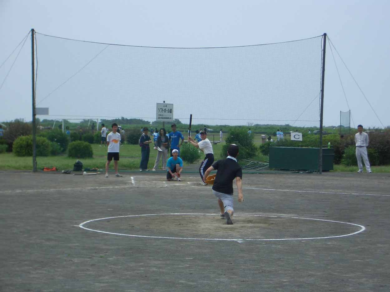 議員チームでソフトボール大会に出場しました!_f0141310_23115232.jpg