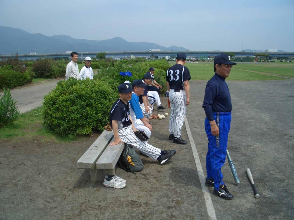 議員チームでソフトボール大会に出場しました!_f0141310_2383854.jpg