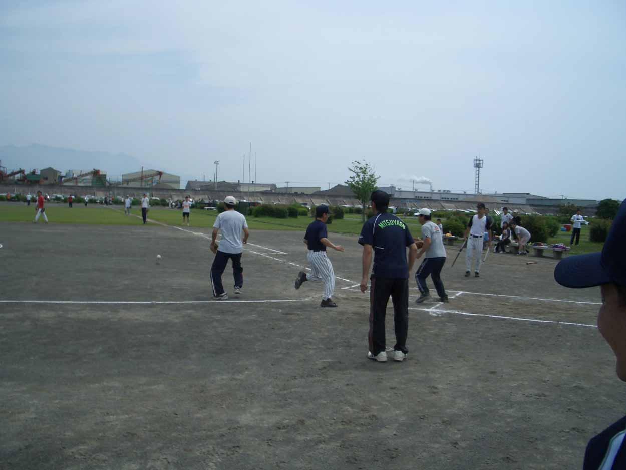議員チームでソフトボール大会に出場しました!_f0141310_239457.jpg