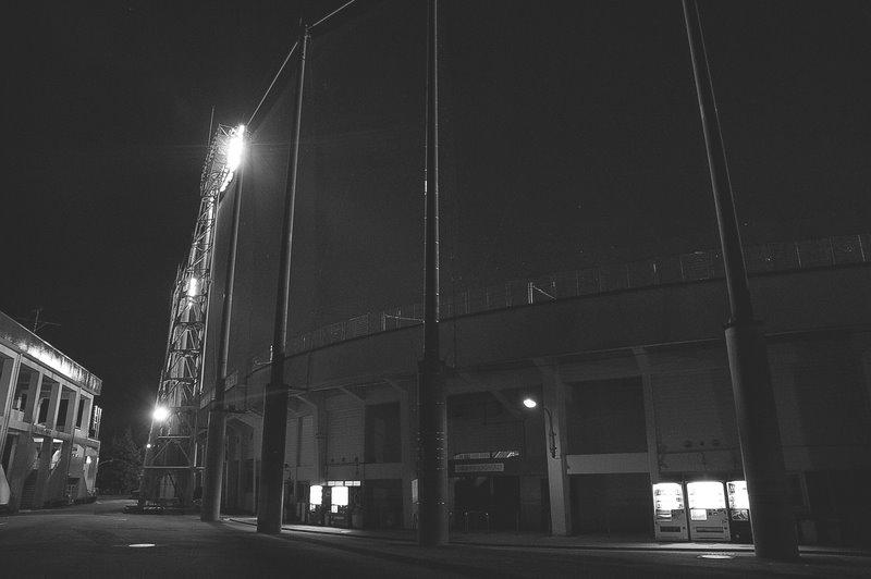 船橋運動公園球場裏_d0153168_1295355.jpg