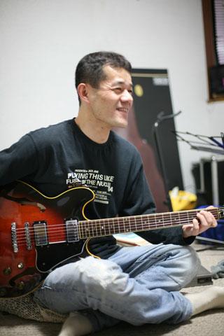 山中温泉・蒔絵を描くギタリスト_f0022510_22491449.jpg