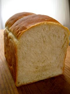 梅酵母でシンプル食パン(牛乳10% なたね油4%)_c0110869_21452548.jpg