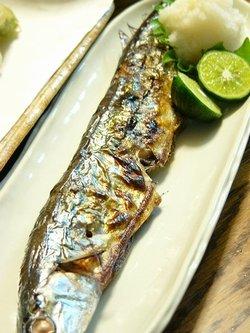秋刀魚のグリル焼きにシークヮーサーをキュッと絞って♪_c0139375_17214546.jpg