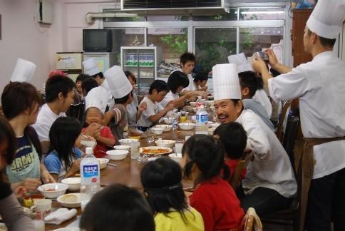恒例の「食」のボランティア♪_e0025817_21263524.jpg