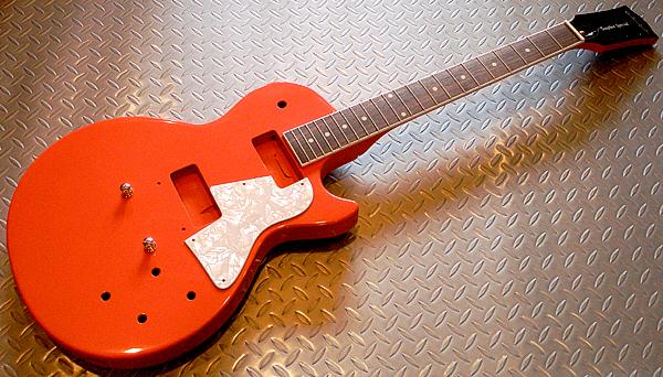 某バンド・RのKさんオーダーの「Soapbar SP」塗装完了!_e0053731_1951484.jpg
