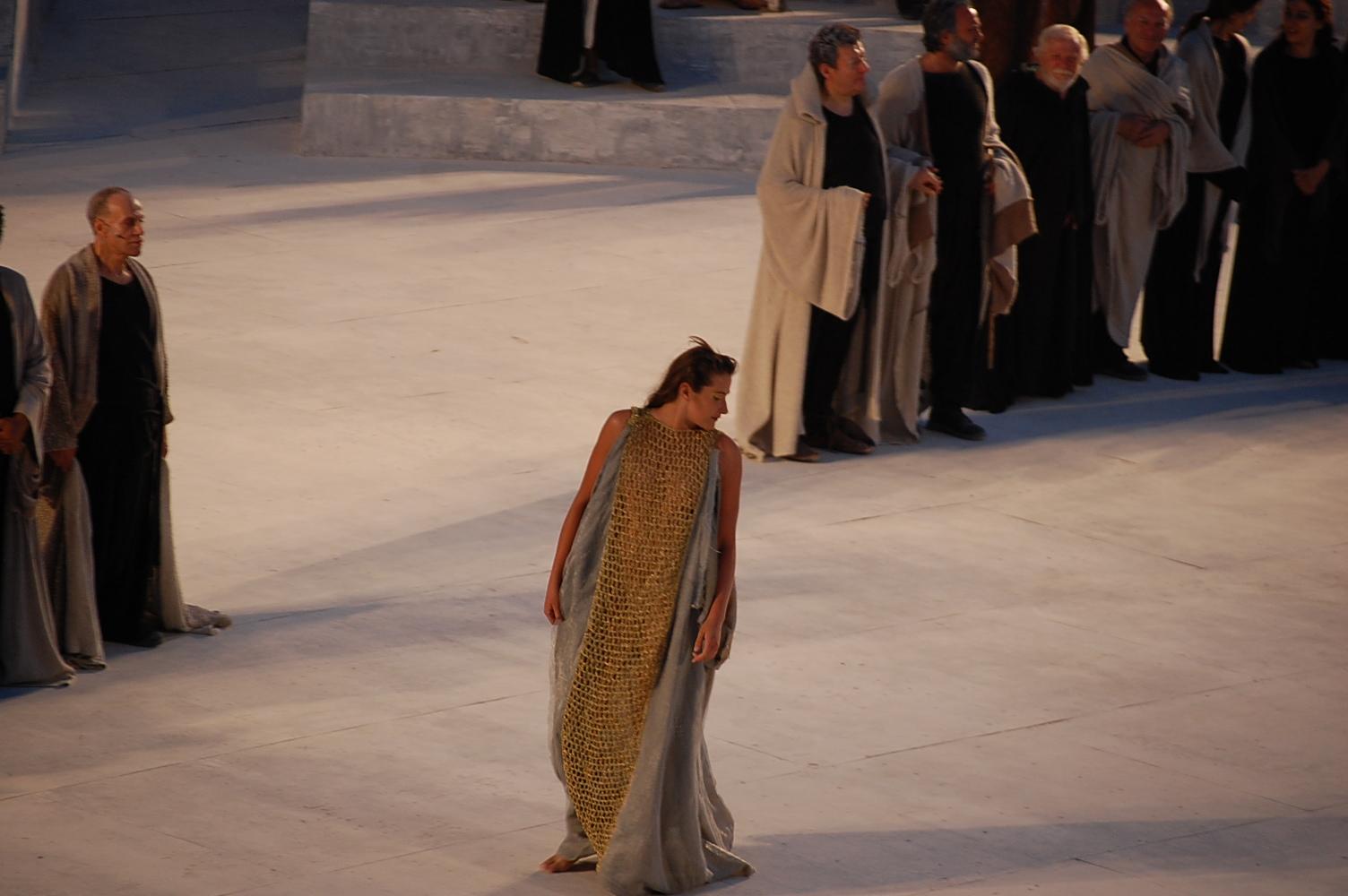 ギリシャ劇場 バゥ_d0084229_3234468.jpg
