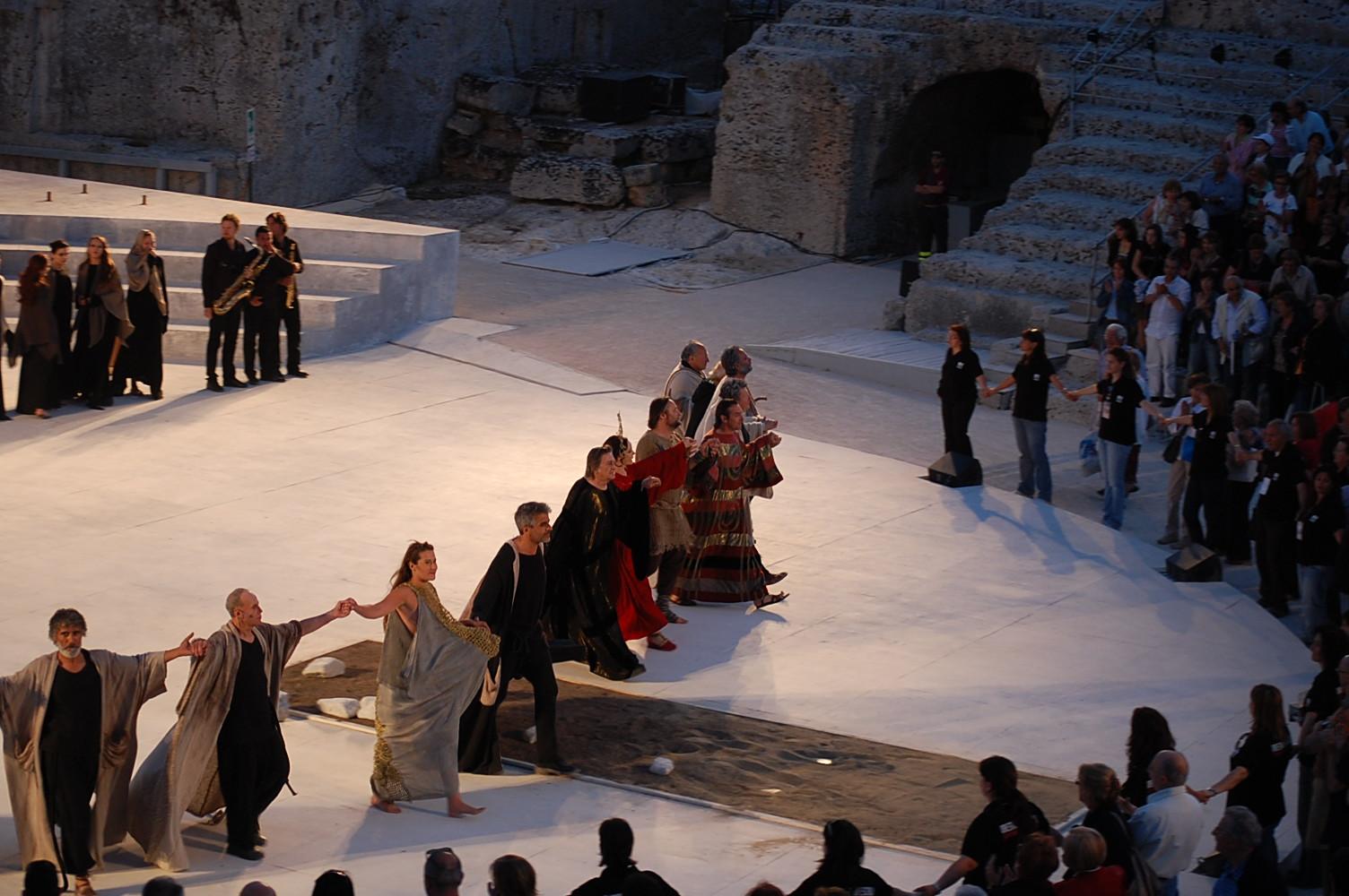 ギリシャ劇場 バゥ_d0084229_3243996.jpg