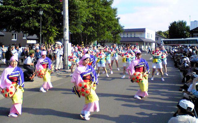 猛暑で熱演、「3大踊り」_f0081443_1328242.jpg