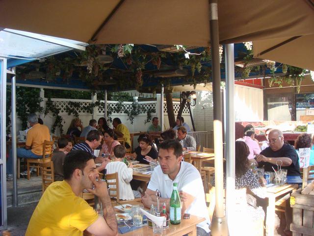 ギリシャ街のギリシャ料理を案内して、_d0100880_9175279.jpg
