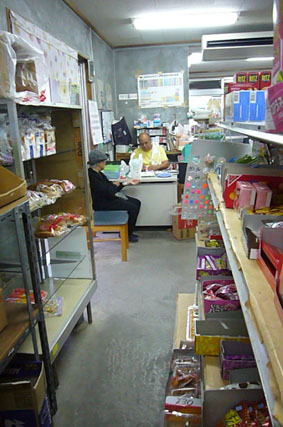 a general store._c0153966_22254796.jpg