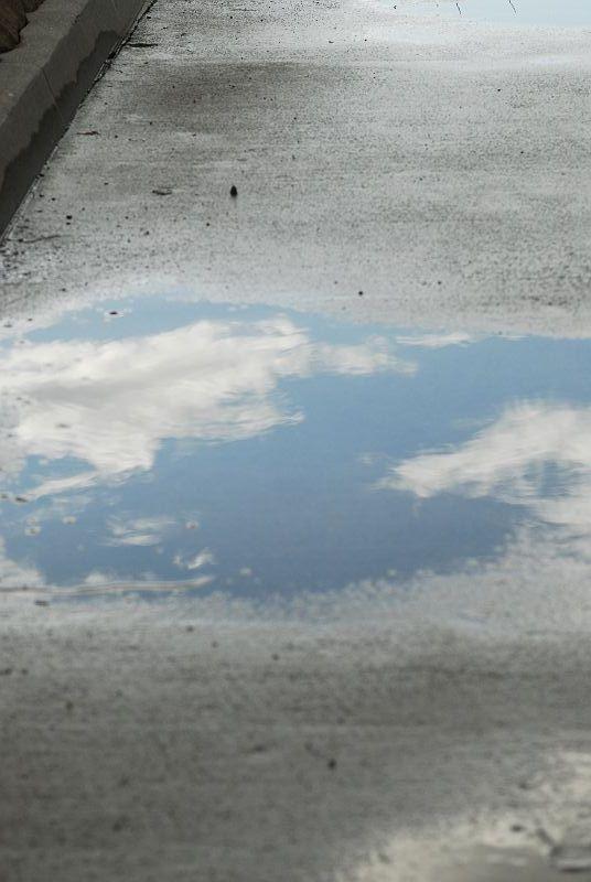 水たまりの青空_b0021897_011193.jpg