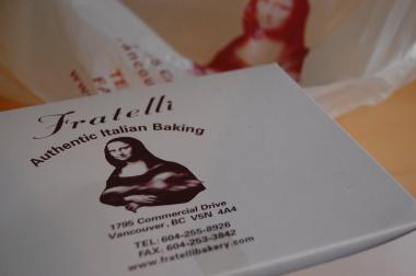 コマーシャル・ドライブのイタリア系パン屋さん「Fratelli」_d0129786_14165385.jpg