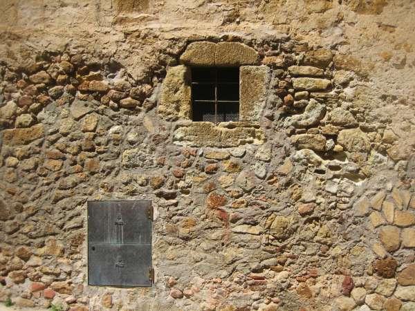 Palsの村で 4  窓いろいろ_b0064411_1940352.jpg