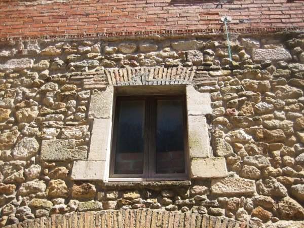 Palsの村で 4  窓いろいろ_b0064411_1941042.jpg
