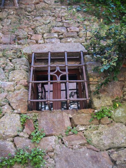 Palsの村で 4  窓いろいろ_b0064411_1953048.jpg