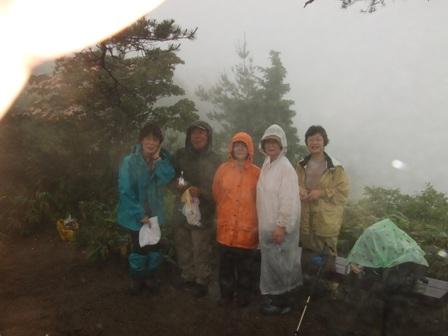早朝ハイキング『玉峰山」 参加6名_d0007657_12501512.jpg