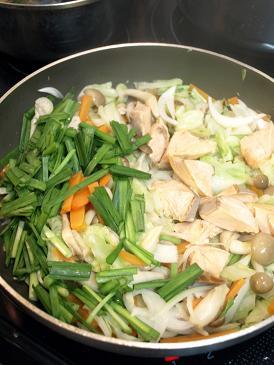 ごはんによく合う魚のおかず♪鮭と野菜のみそ炒め_d0128268_1954437.jpg