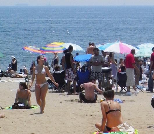 コニー・アイランドのビーチ_b0007805_8124593.jpg