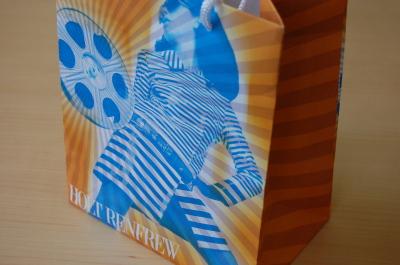 「カバン持ち」の宝物は・・紙製のショッピング・バッグ。_d0129786_14185112.jpg