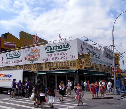 Nathan\'s Famous Hot Dogs(ネイサンズ)本店_b0007805_131972.jpg