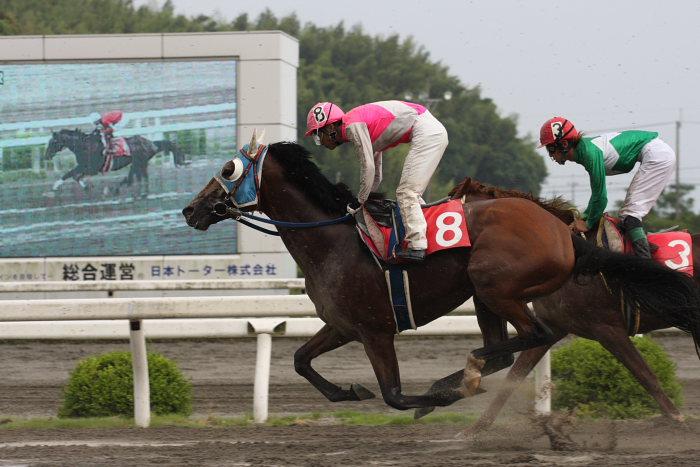 2008年6月29日(日) 高知競馬 10R 極暑特別 レース_a0077663_1958102.jpg