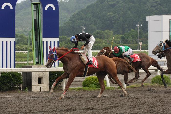 2008年6月29日(日) 高知競馬 10R 極暑特別 レース_a0077663_19584066.jpg