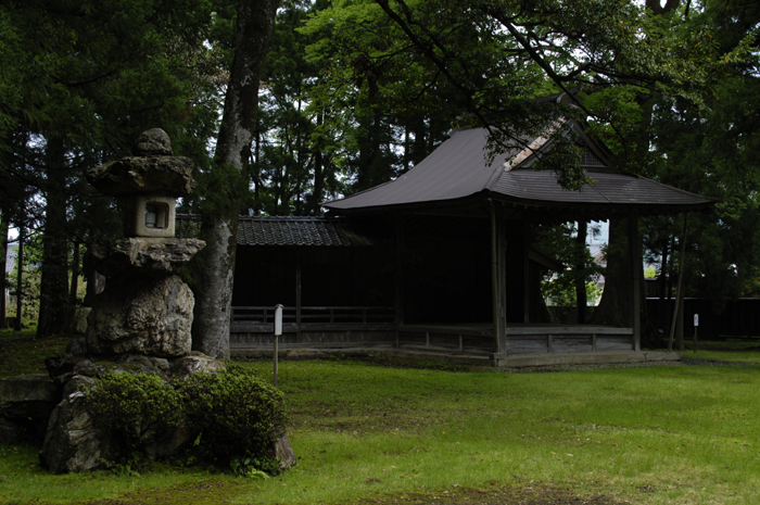 能を演じる舞台だと思います。福井は京からも近いし山奥ではありますが近くには鯖街道も通っておりきっと文化や流行りもたどり着いたんだろうなぁと思う場所でした。静かでほんとよい所でした。