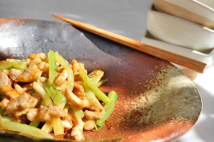 シャキシャキセロリと豚肉のピリカラ豆板醤炒め☆(改訂版)_d0104926_2224434.jpg