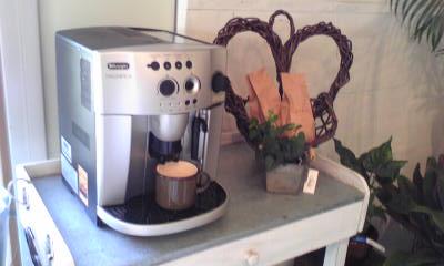 アナーセンで美味しいコーヒーはいかが!!デロンギのマシンです_b0137969_1757173.jpg