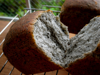 豆乳と黒ごまのミニ食パン_c0110869_22202455.jpg
